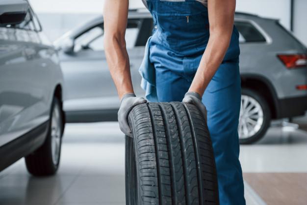 pneus de marcas diferentes